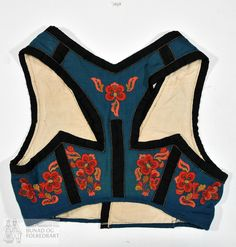 Folk Costume, Costumes, Dress Up Day, Almost Famous, Traditional Dresses, Norway, Machine Embroidery, Bikinis, Swimwear