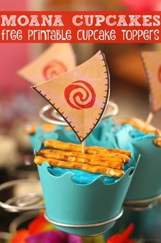 Hosting a Moana birthday party? Don't forget these easy Moana Cupcakes for the perfect party food idea + FREE printable cupcake toppers! Moana Birthday Party, Disney Birthday, 6th Birthday Parties, Disney Party Foods, Disney Food, Disney Recipes, Disney Themed Party, Disney Parties, Disney Travel