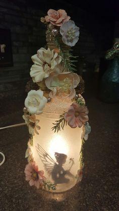 Splendid Fairy Jar Lantern Design Ideas You Need To Try decoracin jardin Splendid Fairy Jar Lantern Design Ideas You Need To Try Mason Jar Projects, Mason Jar Crafts, Mason Jar Diy, Glass Bottle Crafts, Wine Bottle Art, Wine Bottles, Perfume Bottles, Inspiration Artistique, Fairy Lanterns