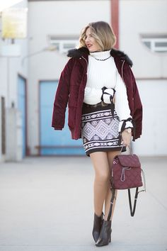 burgundy pieces of clothing or accessories , then a it is just the cherry on top, is not it? The sweater
