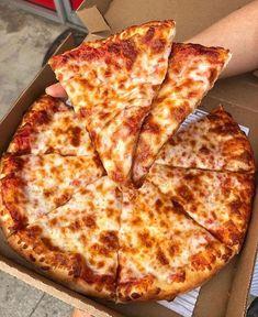 "Foodety on Twitter: ""… "" Comida Pizza, Pizza Food, Pizza Pizza, Pizza Cheese, Jai Faim, Food Porn, Fat Foods, Food Platters, Food Goals"