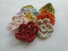 Little Treasures: La Mini Flor - Un tutorial con Fotos ❥Teresa Restegui http://www.pinterest.com/teretegui/❥