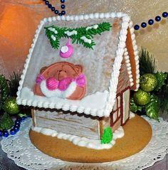Пряники имбирные Новогодние. Пряничная коллекция 2016 года. Милый и уютный пряничный домик Шале с мишкой Тедди в розовом выполнен из пряничного теста с добавлением специй