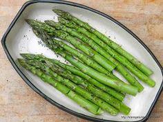 Kolejna, szybka metoda na zielone szparagi. Tym razem pieczone w piekarniku. Sprawdzamróżnemetody przygotowania zielonych szparagów. Ta j...