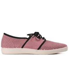 The Maldive shoe by Hudson has been designed in East London and crafted in pink perforated suede. With contrasting trims and a lace-up silhouette, this comfortable yet fashion-forward style will pair with a multitude of looks, whether warm or cool.