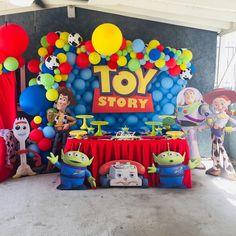 Toy Story Birthday Cake, 2 Birthday, First Birthday Balloons, 4th Birthday Parties, Birthday Ideas, Toy Story Cake Toppers, Toy Story Cakes, Toy Story Baby, Toy Story Theme