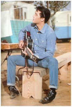 rare: Elvis on set