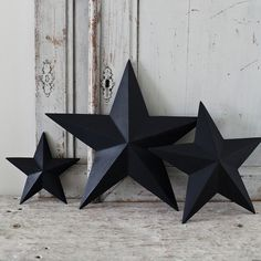 I was wondering what color to paint my tin stars... ♥