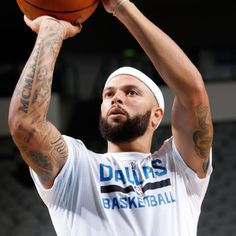 Mavericks' Deron Williams to miss at least preseason with strained right calf