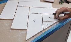 Bodenbelag How to lay herringbone tile pattern Career Apparel: Dress for Success Ever wondered why y Herringbone Tile Pattern, Herringbone Wall, Herringbone Backsplash, Backsplash Tile, Tile Layout, Floor Layout, Floor Patterns, Tile Patterns, Harringbone Tile
