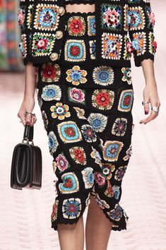 Dolce & Gabbana at Milan Fashion Week in spring 2019 - details runway . - Dolce & Gabbana at Milan Fashion Week in spring 2019 – details runway photos - Runway Fashion, Spring Fashion, Autumn Fashion, Fashion 2018, Fashion Fashion, Crochet Skirts, Crochet Clothes, New Fashion Clothes, Trendy Fashion