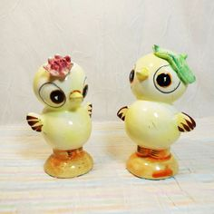 Vintage Chick Salt and Pepper Shakers Victoria Ceramics Made In Japan,... (380 UAH) ❤ liked on Polyvore featuring home, kitchen & dining, serveware, salt pepper shaker, vintage salt n pepper shakers, pepper shakers, salt shakers and vintage shakers