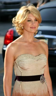 Faith Hill Mom Hairstyles, Creative Hairstyles, Celebrity Hairstyles, Curled Hairstyles, Faith Hill, Country Female Singers, Grown Out Pixie, Oval Face Haircuts, Mother Of The Bride Hair