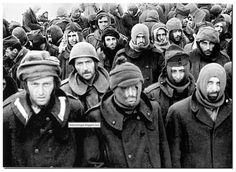 Captured German soldiers from the Battle of Stalingrad. -> The face of defeat. Close Quarters Combat, Battle Of Stalingrad, Historia Universal, Italian Army, Ww2 Pictures, Military Units, Rare Images, Prisoners Of War, Red Army