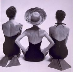 Back view of fashion models in swimsuits, 1950