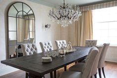 I love this dining room. Look at that gorgeous chandelier. Trying to make something like this happen!