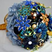 Bouquets made of brooches.  Love it.  Tons of my great grandmothers costume jewelry could be put to good use. :)