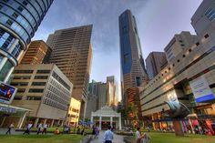 Singapura, vendo-se o Raffles Place, o centro financeiro do país. Fotógrafo: Ramir Borja. – Wikipédia, a enciclopédia livre