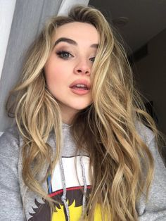 Find images and videos about blonde and sabrina carpenter on We Heart It - the app to get lost in what you love. Sabrina Carpenter Style, Girl Meets World, Celebrity Hairstyles, Woman Crush, Belle Photo, Pretty People, Taylor Swift, Makeup Looks, Hair Makeup