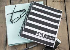 daily planner cover and binder Daily Planner Pages, Daily Planner Printable, Blog Planner, Planner Covers, Planner Diy, Family Organizer, Calendar, Binder, Organizing Ideas