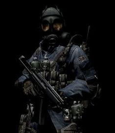 Special Air Service soldier with his NBC Respirator with an Gas Mask are awesome! But the Russian is the best gas mask for the apocalyp. The Biohazard Gas Mask of Terror Military Police, Military Weapons, Military Art, Funny Military, Special Air Service, Special Ops, Best Gas Mask, Soldado Universal, Tactical Armor