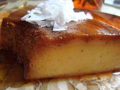 FLAN DI LATTE DE COCCO ALLA VANIGLIA E ALL'ARANCI  Ingredienti: 400 ml di latte di cocco 150 ml di latte di capra 4 uova 1 baccello di vaniglia 100 g di zucchero bio 100 g de zucchero bio per fare il caramello 1 striscia di buccia di arancia