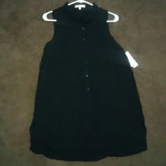 Hi-love loose fit button down top Black cute ,100% rayon, button down, sleeveless blouse. Tops Blouses