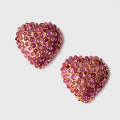 René BOIVIN vers 1935-1945 Paire de clips de revers en or jaune 18 carats (750 millièmes) formant deux cœurs bombés ornés de cabochons de rubis de différentes tailles en serti clos. (poinçon d'orfèvre… - Pestel-Debord - 13/05/2016
