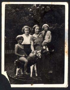 Miedeszyn, Poland, 1934, Hillmann family members.  Belongs to collection: Yad Vashem Photo Archive