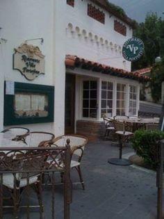 Photo of Ristorante Villa Portofino, Avalon, CA with boxed-out window.