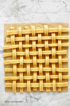 Cucina Scacciapensieri: Crostata alle fragole e ricotta con tutorial per ottenere un intreccio perfetto!