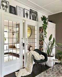 Farmhouse Interior Doors, Double Doors Interior, Small Living, Home And Living, Bookshelves With Tv, Cabin Interiors, Living Styles, Home Reno, Built Ins