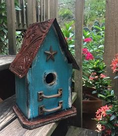 birdhouses Vintage birdhouses are handcrafted from sturdy barn wood to last for years of happy birdie families! Small birdhouse series features sealed tin roof with vintage drawer pulls, f Wooden Bird Houses, Decorative Bird Houses, Bird Houses Painted, Bird Houses Diy, Miller Lite, Bird House Plans Free, Homemade Bird Houses, Birdhouse Designs, Wood Bird