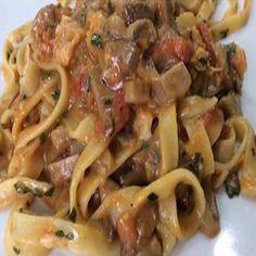 Fettuccine-ai-funghi-porcini--pomodorini-del-Piennolo-del-Vesuvio-e-Grana-Padano