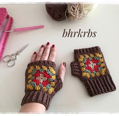 Good morning # say # auspicious # did # sort # sort # # gloves # ready to see Love Crochet, Crochet Granny, Knit Crochet, Crochet Mittens, Crochet Gloves, Wrist Warmers, Hand Warmers, Crochet Accessories, Fingerless Gloves
