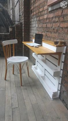 Casual Diy Pallet Furniture Ideas You Can Build By Yourself – – Paletten Pallet Desk, Pallet Furniture Office, Wooden Pallet Furniture, Bar Furniture, Wooden Pallets, Furniture Projects, Pallet Bar, Wooden Console, Modern Furniture