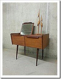 Mid century design kaptafel Deens dressoir kast, dressing table Danish vintage design www.bestwelhip.nl