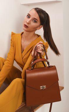 This monochrome 2 pieces set is perfect business casual. Office Outfits, Be Perfect, Business Casual, Timeless Fashion, Monochrome, Glow, Womens Fashion, Design, Monochrome Painting