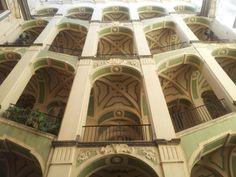 Palazzo dello Spagnolo Il palazzo dello Spagnolo — o dello Spagnuolo — è un palazzo monumentale di Napoli. Si trova in via Vergini nel rione Sanità, in pieno centro storico cittadino. http://it.wikipedia.org/wiki/Palazzo_dello_Spagnolo