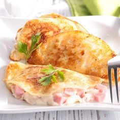 Crepes With Ham And Cheese Sauce Recipe Ham And Cheese Crepes, Crepes And Waffles, Savory Crepes, Pancakes, Ham Recipes, Sauce Recipes, Cooking Recipes, Crapes Recipe, Meat Recipes