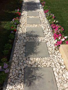 55 Gorgeous Rock Pathway Design Ideas To Enhance Your Beautiful Garden 12