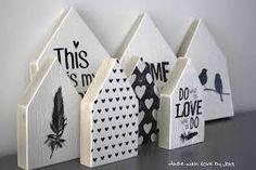 Houten huisjes met print