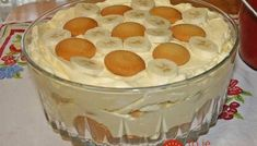 Southern Banana Pudding Recipe – An heirloom family recipe for banana pudding that is a classic, Southern dessert. Creamy, traditional banana pudding topped with airy meringue. This banana pudding recipe is about as much of a Original Banana Pudding Recipe, Banana Pudding From Scratch, Old Fashioned Banana Pudding, Banana Cream Pudding, Best Homemade Banana Pudding Recipe, Just Desserts, Delicious Desserts, Dessert Recipes, Yummy Food