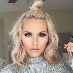 Long time, no see👋🏼 Details➡️ Lashes- Whispie Sweet Nothing Eyeshadow- Essential Matte & Shimmer palette Blush- Night Fever Highlight- See Through Lips- Hella lipgloss with copper lip pencil from Hairstyles Haircuts, Pretty Hairstyles, Beauté Blonde, Hair Color And Cut, Great Hair, Hair Dos, Hair Ponytail, Balayage Hair, Hair Trends
