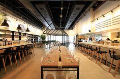 Um novo conceito de arquitetura para transformar um restaurante tradicional em um food hall moderno com várias opções de serviço.  Foto: Artur Bragança.  StudioIno - Viena Delish