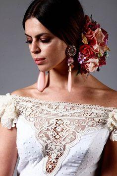 Home Decorating Ideas Kitchen and room Designs Flamenco Wedding, Flamenco Party, Flamenco Costume, Flamenco Dancers, Spanish Style Weddings, Spanish Wedding, Spanish Party, Floral Headdress, Spanish Fashion