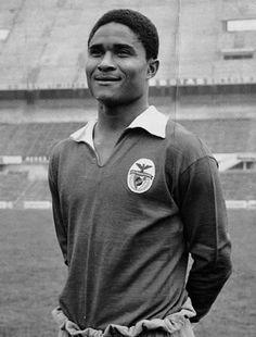 """""""Ele não era apenas um grande jogador de futebol. Ele era um modelo para cada jogador. Não só em Portugal mas no mundo todo. Que você descanse em paz #Eusébio. #RIP"""" Raul Meireles"""