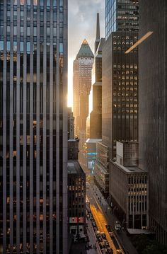 New York Sunset-The buildings cast long shadows with slits if light at sunset in the city. New York Wallpaper, City Wallpaper, City Aesthetic, Travel Aesthetic, Photographie New York, New York City, New York Sunset, City Sunset, Cap Vert