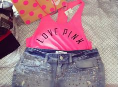 Love the outfit, especially those studded shorts. I love them!