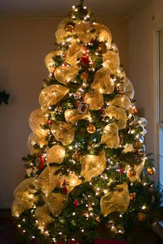modern ideas for christmas tree decorating with ribbons